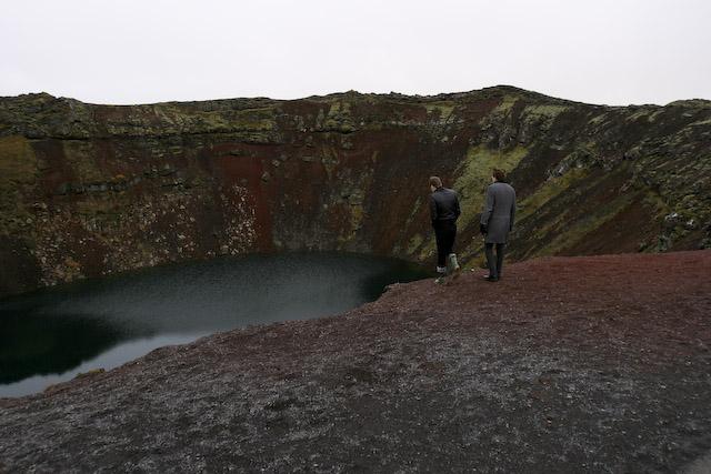 ケリズ火山湖 訳ありぽい2人